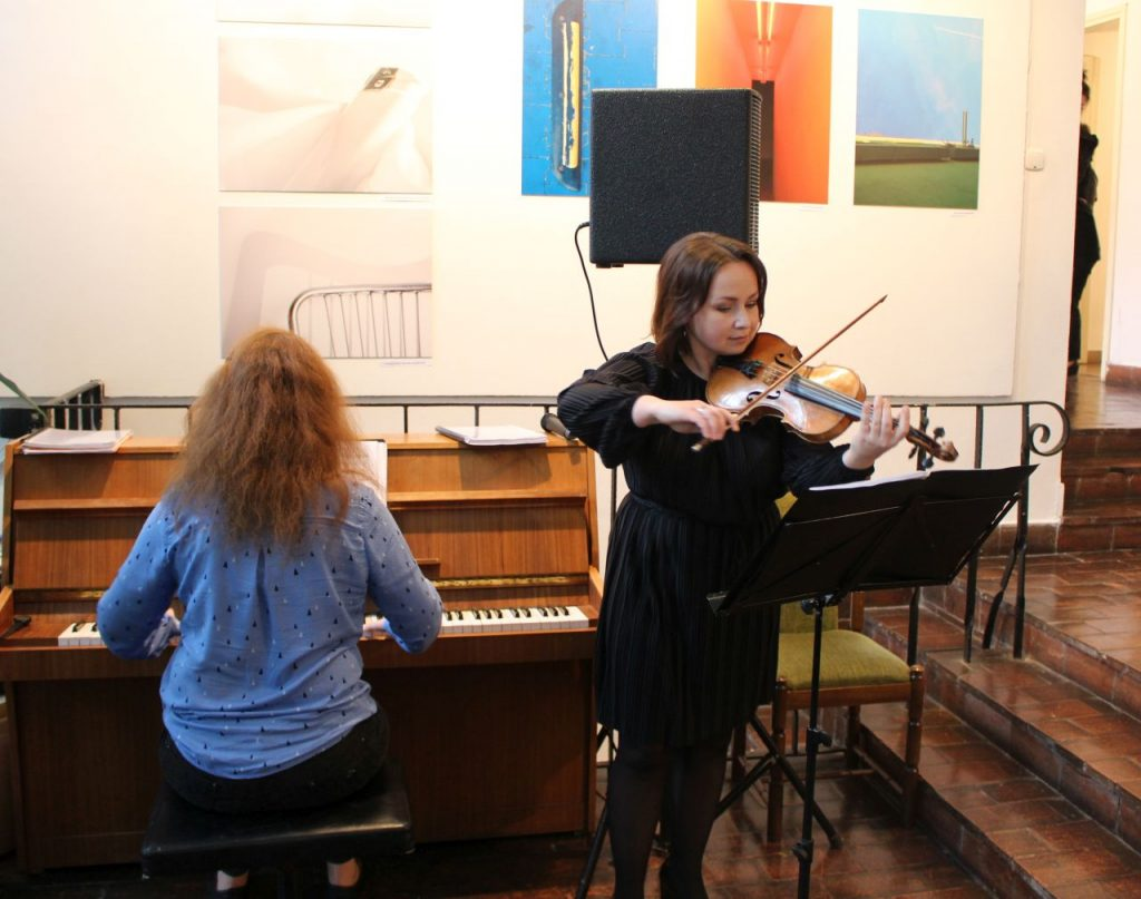 Kobiety grają na instrumentach